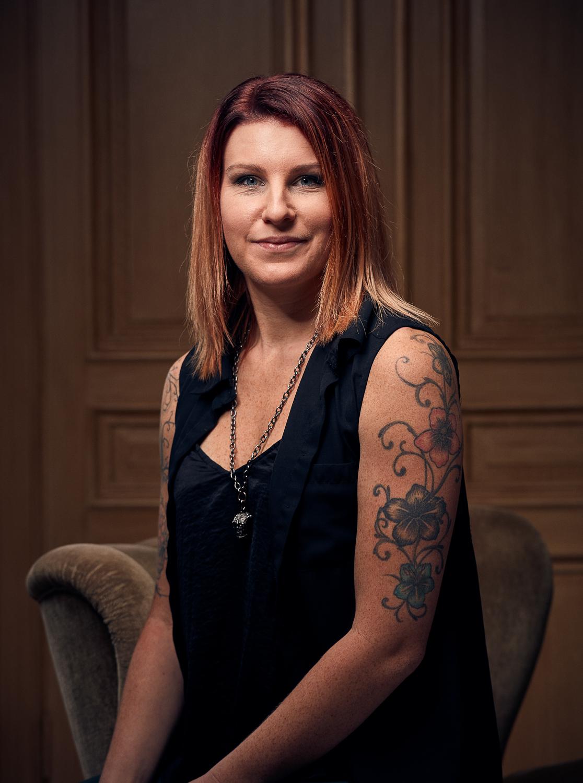 Lina Ulander, frisör - Gesällbrev sedan 2010.Lina är en av två grundare av Studio Reika.