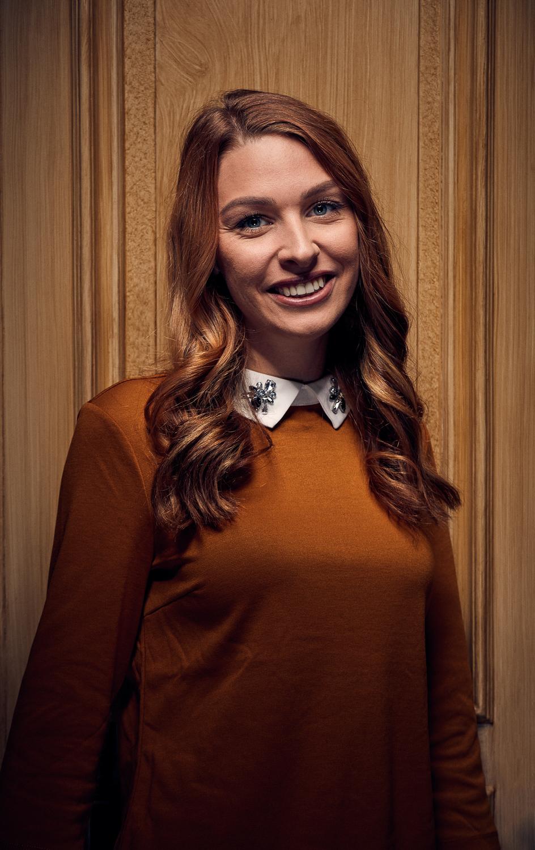 Sara Berglin, frisör - Gesällbrev sedan 2016.Sara är en av två grundare av Studio Reika.