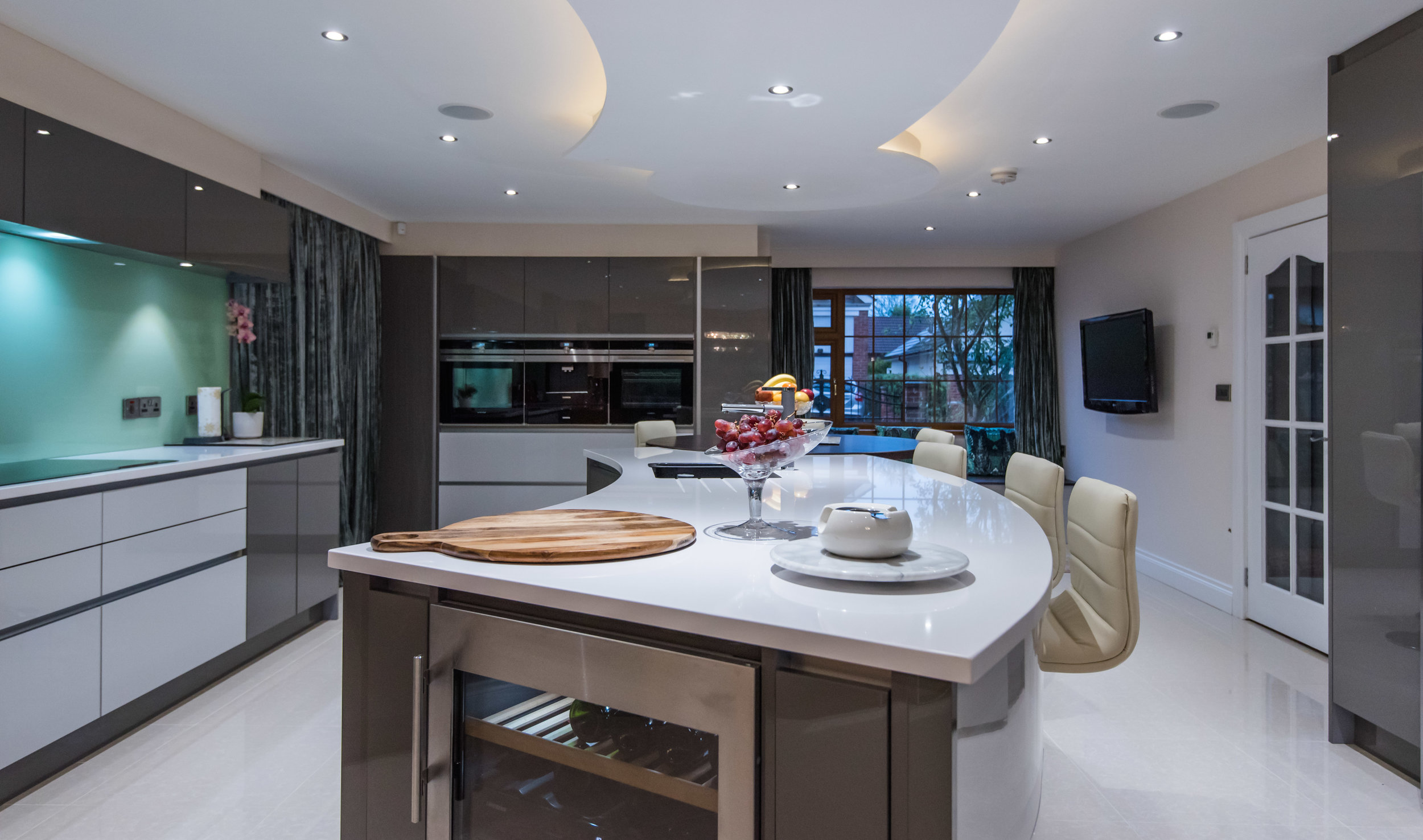 LF -010 -Gloss kitchen.jpg