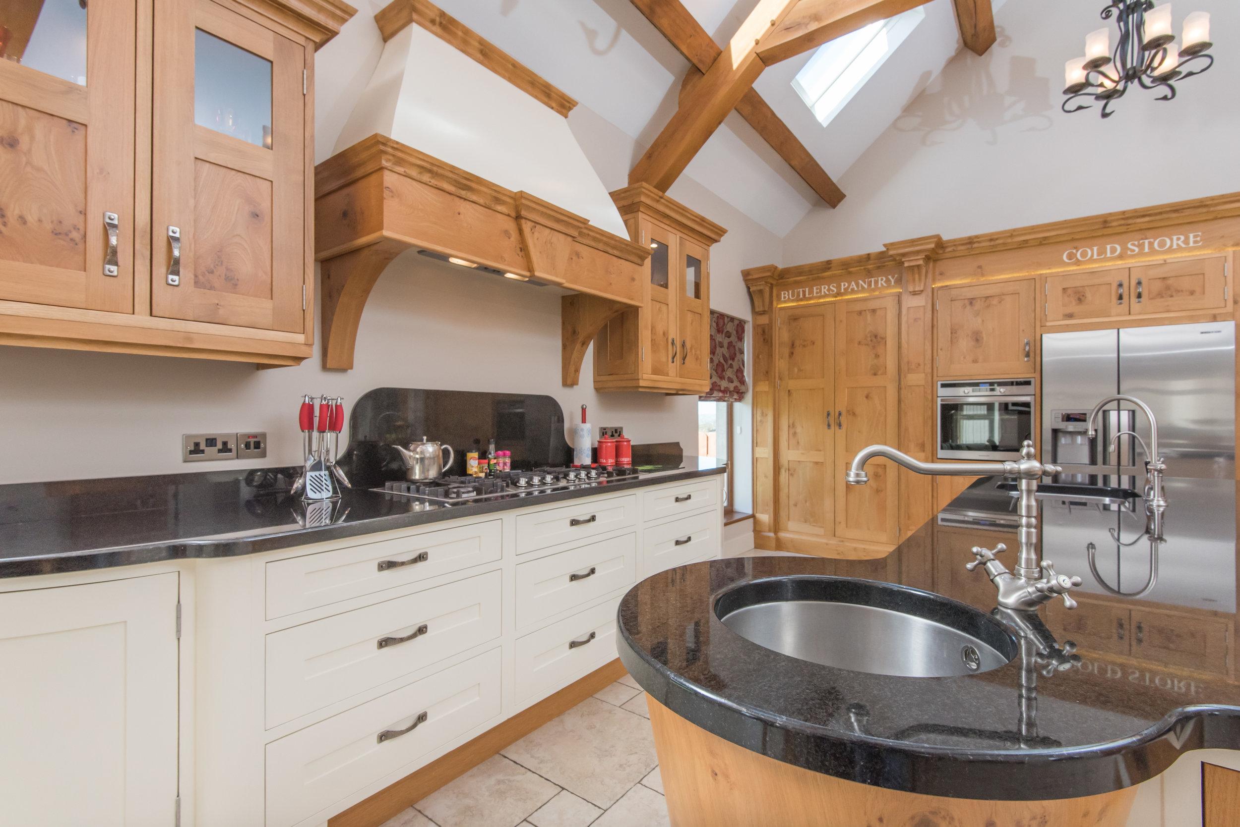 SM -015 -Pippy oak kitchen.jpg