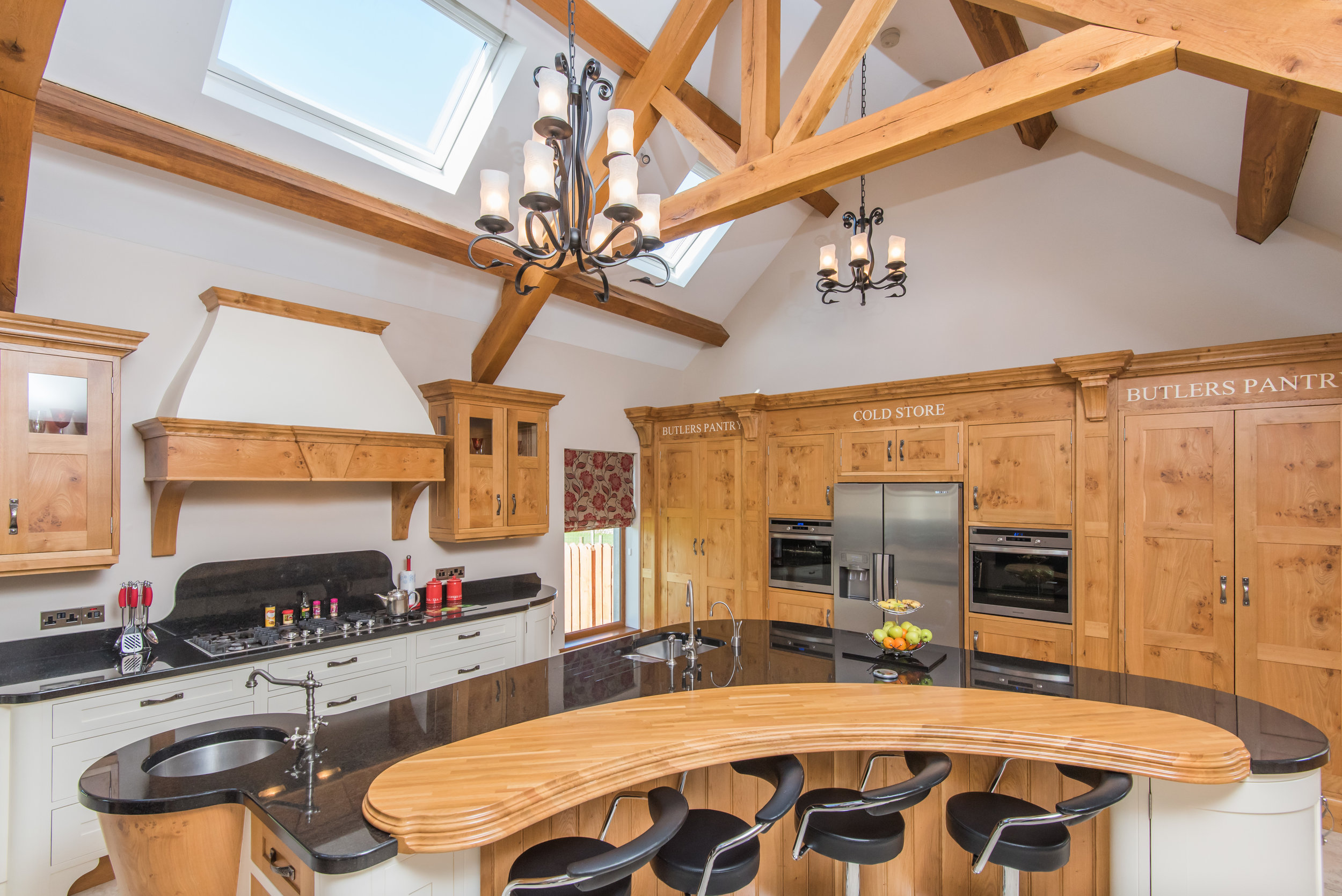 SM -002 -Pippy oak kitchen.jpg
