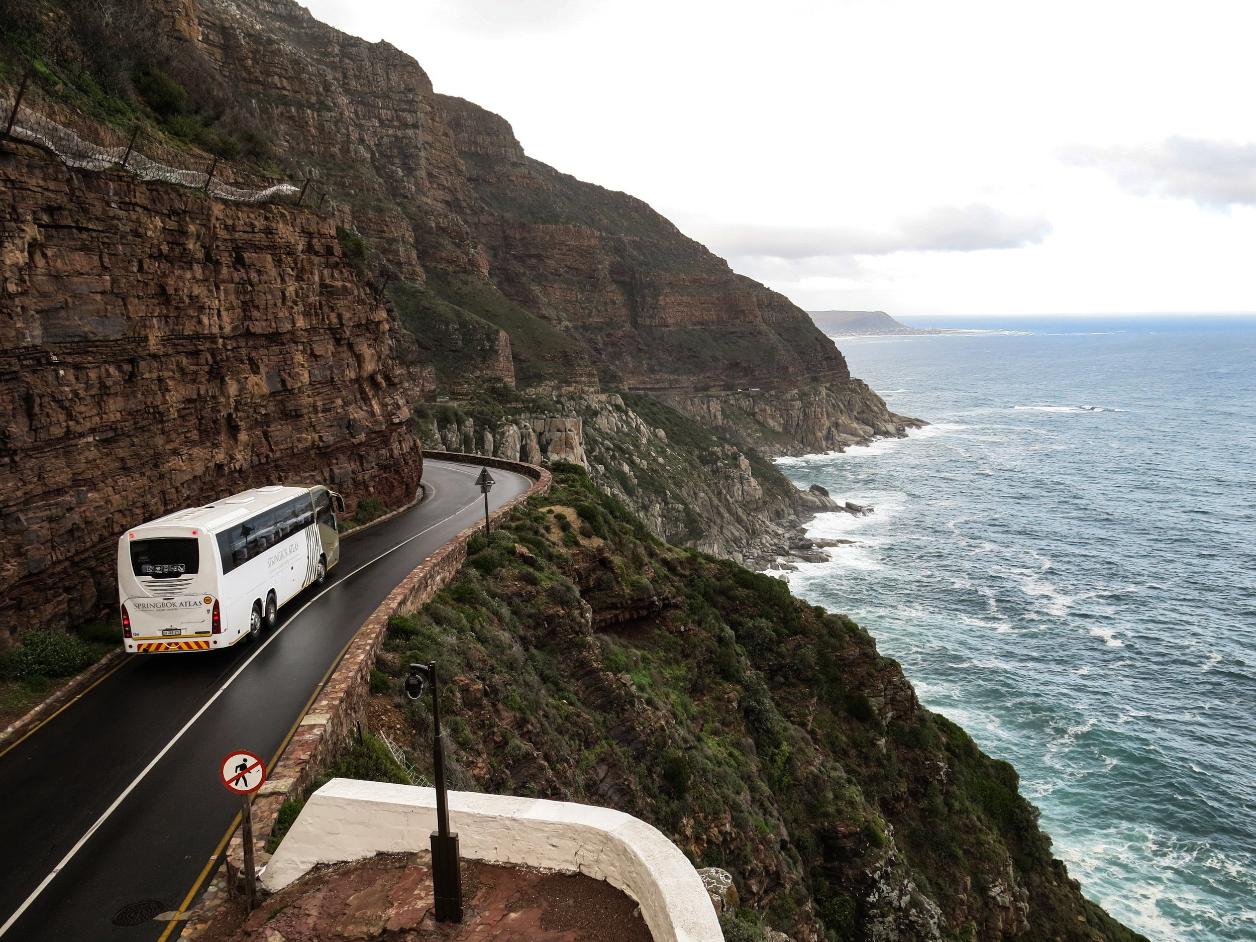 bay-bus-cliff-1178448