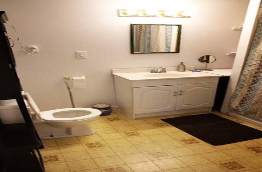 Burk Bathroome.jpg