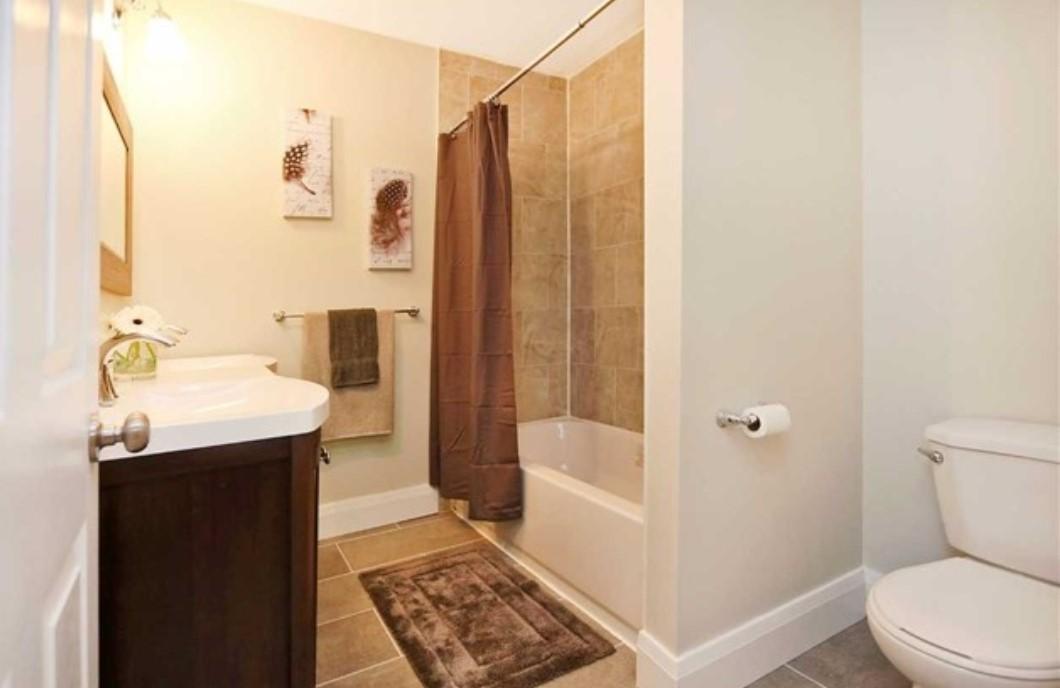 Burk BathroomF 2e.jpg