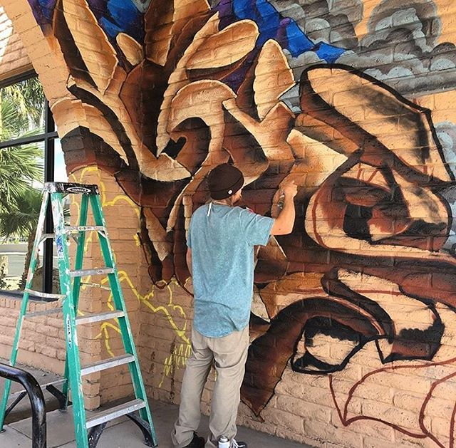 Good times in las cruces painting! Big ups @sabawear for bringing so many awesome people and walls together and organizing the event! Now to do a mural with ten kids from TISA this week! 📸: @muralsoflascruces