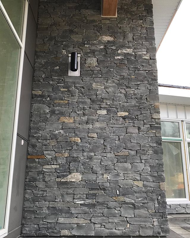 Love the detail on this project for @villamar_construction_design @villamardesign using @k2stonequarries. More shots of this epic build including a stunning feature wall coming soon!  @rocksandstonesmasonry.joel @sandy.stones @ryanbanner05 Conor Murphy @brent11nelson @rocksandstonesmasonry.ben  you guys are top notch 👍🏼👌⚒