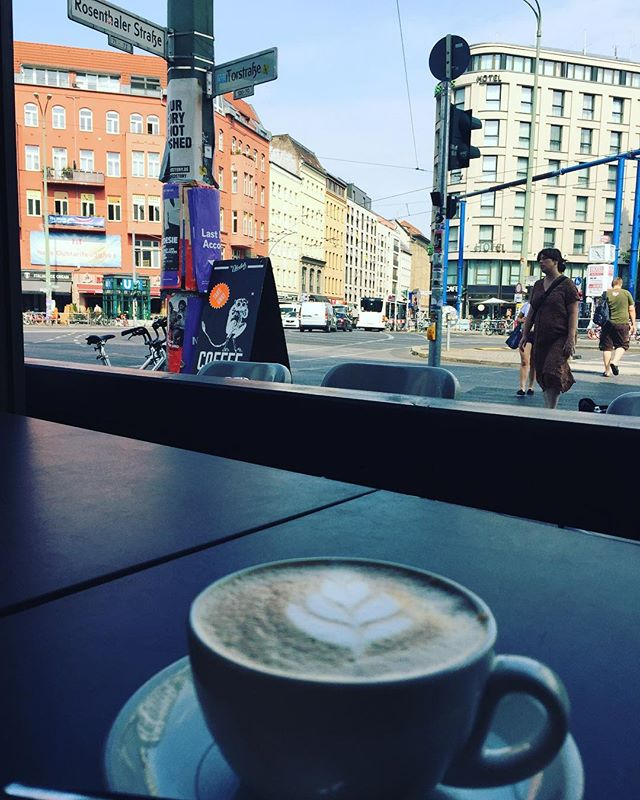 Monday morning coffee in Berlin, Mitte. Ordering coffee from a native English speaker in German.  #Mitte Language issues come into play.  Good coffee shops are renowned for having expats in them, and for them to not be able to understand any German. . The dilemma is: do you appear like a tourist and order in English? Or do you order in German and risk that they don't understand, thus leading to an awkward switch over when they realise you have a strong British accent and are just ordering in German to be difficult/test them? . - zahlen (v) - to pay - zum Mitnehmen - takeaway - ein doppelten Espresso bitte - a double espresso, please + one final thing: Danke, Tschüss - thanks, bye! . .