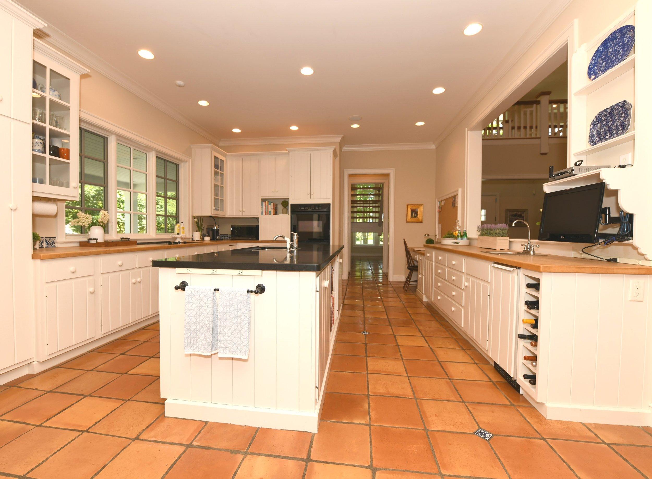 012_Kitchen .jpg