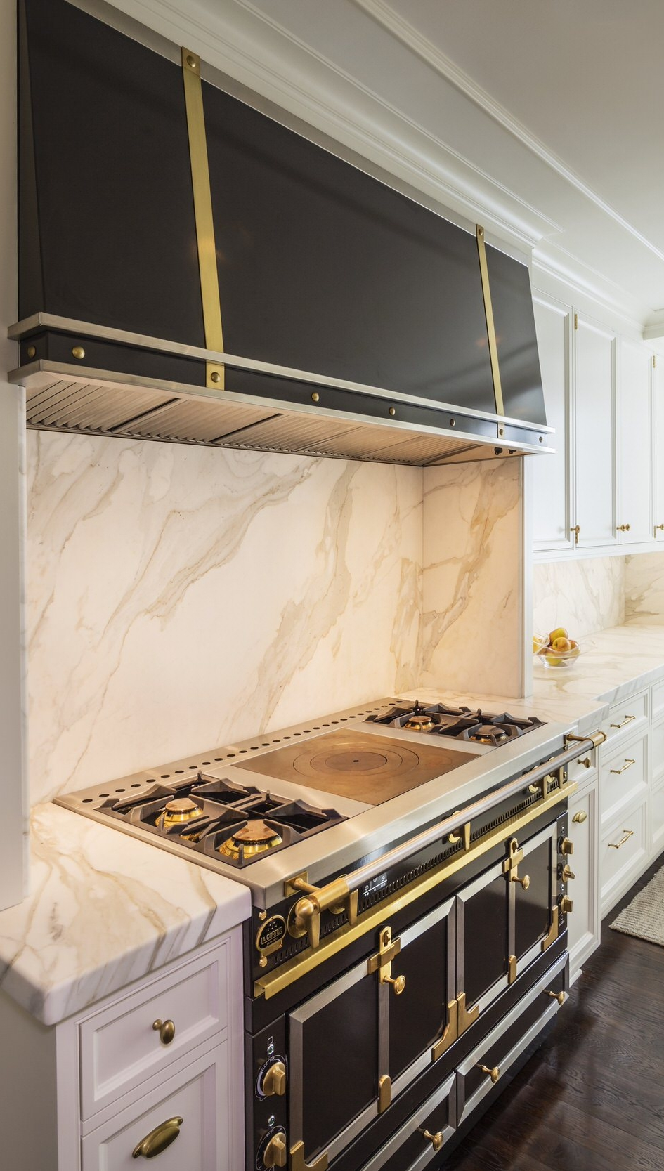 A custom range hood, color-matched to La Cornue's LE CHÂTEAU 120