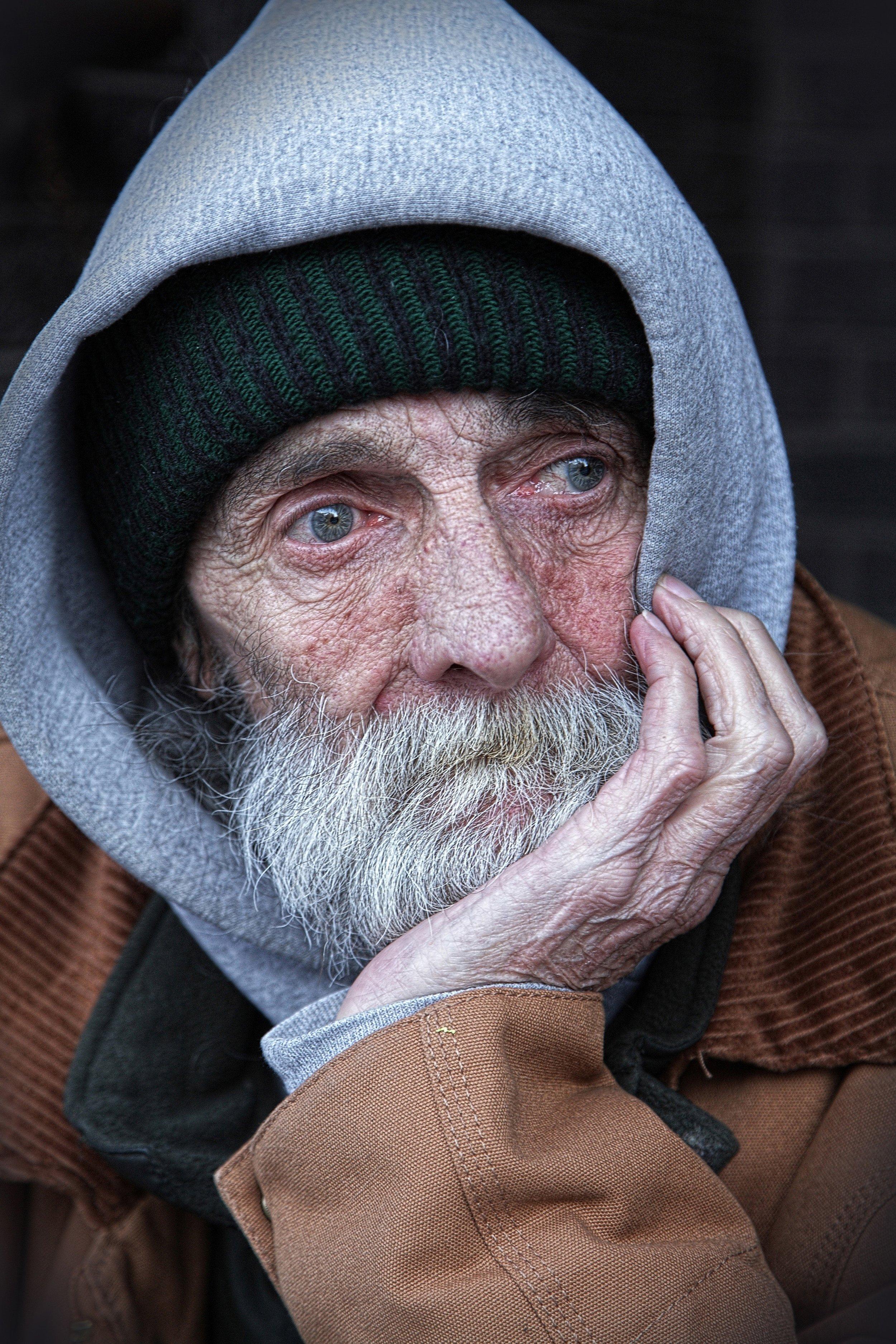hoddie-homeless-homelessness-35011.jpg