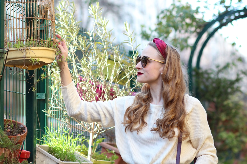 Blog mode parisien sac bordeaux vintage pull cachemire blanc jupe pieds de poule