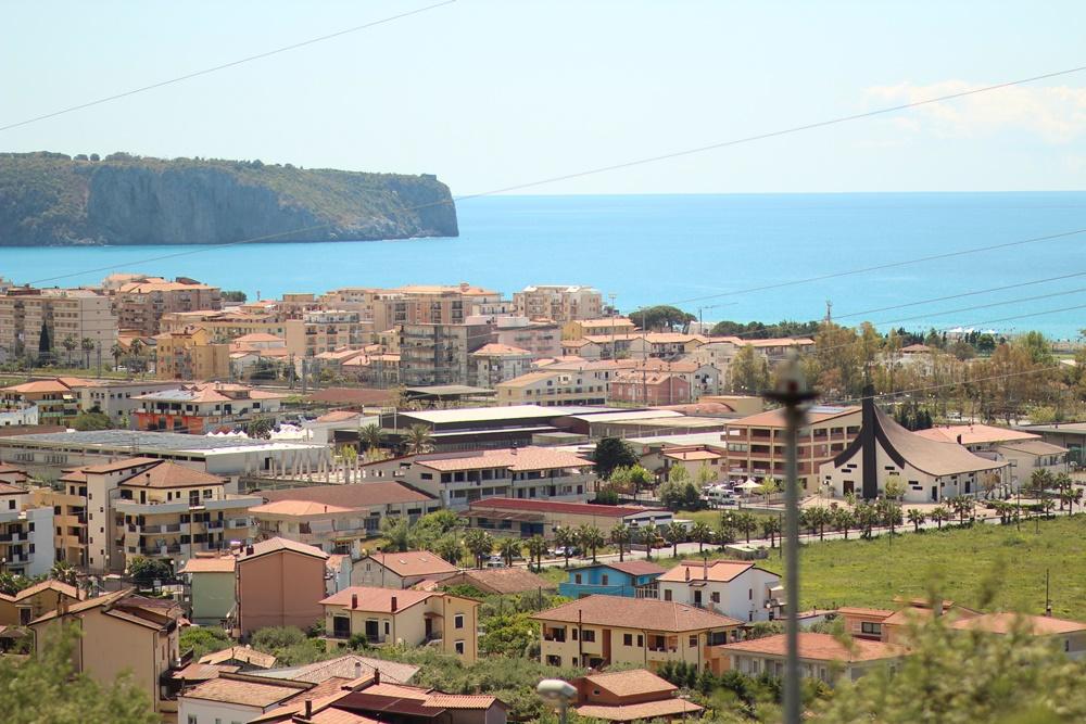 La vue sur Praia a Mare depuis ses hauteurs, où nous étions logés