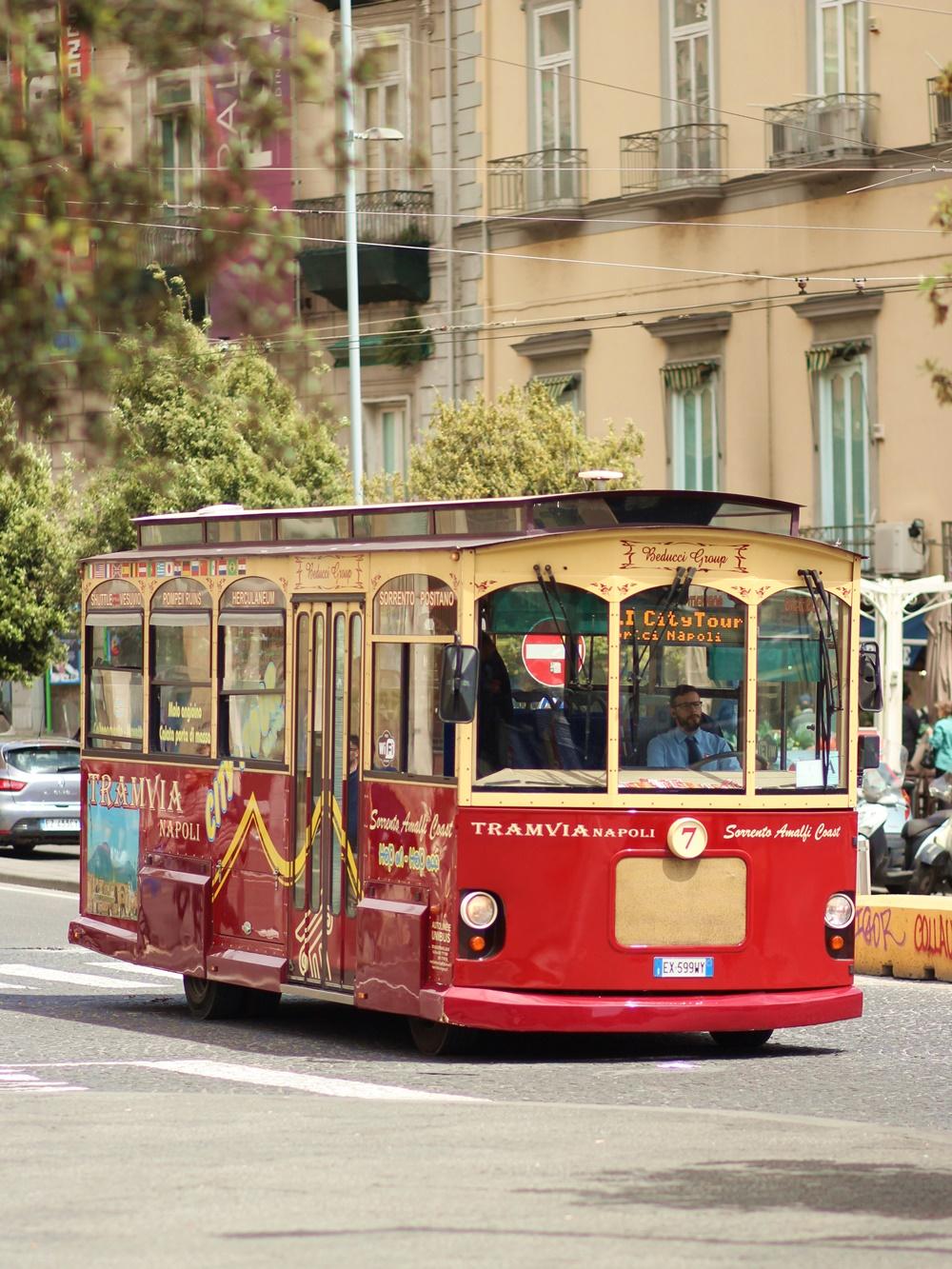 City Guide Naples itineraires à pieds Week end 2 jours