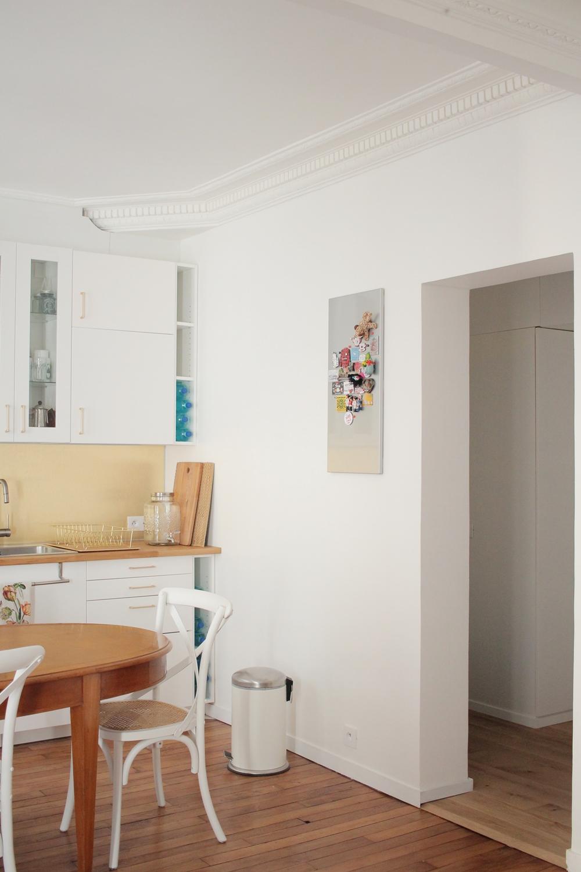 Décoration appartement parisien pantin doré romantique preppy retro classique