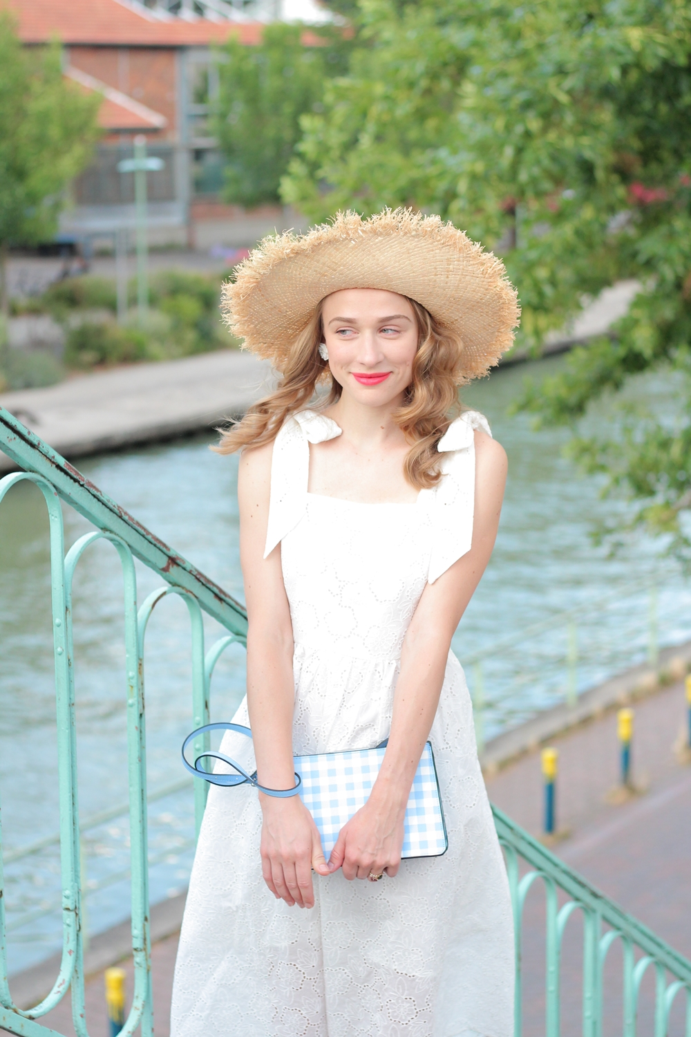 Robe blanche broderies anglaise blog mode parisien