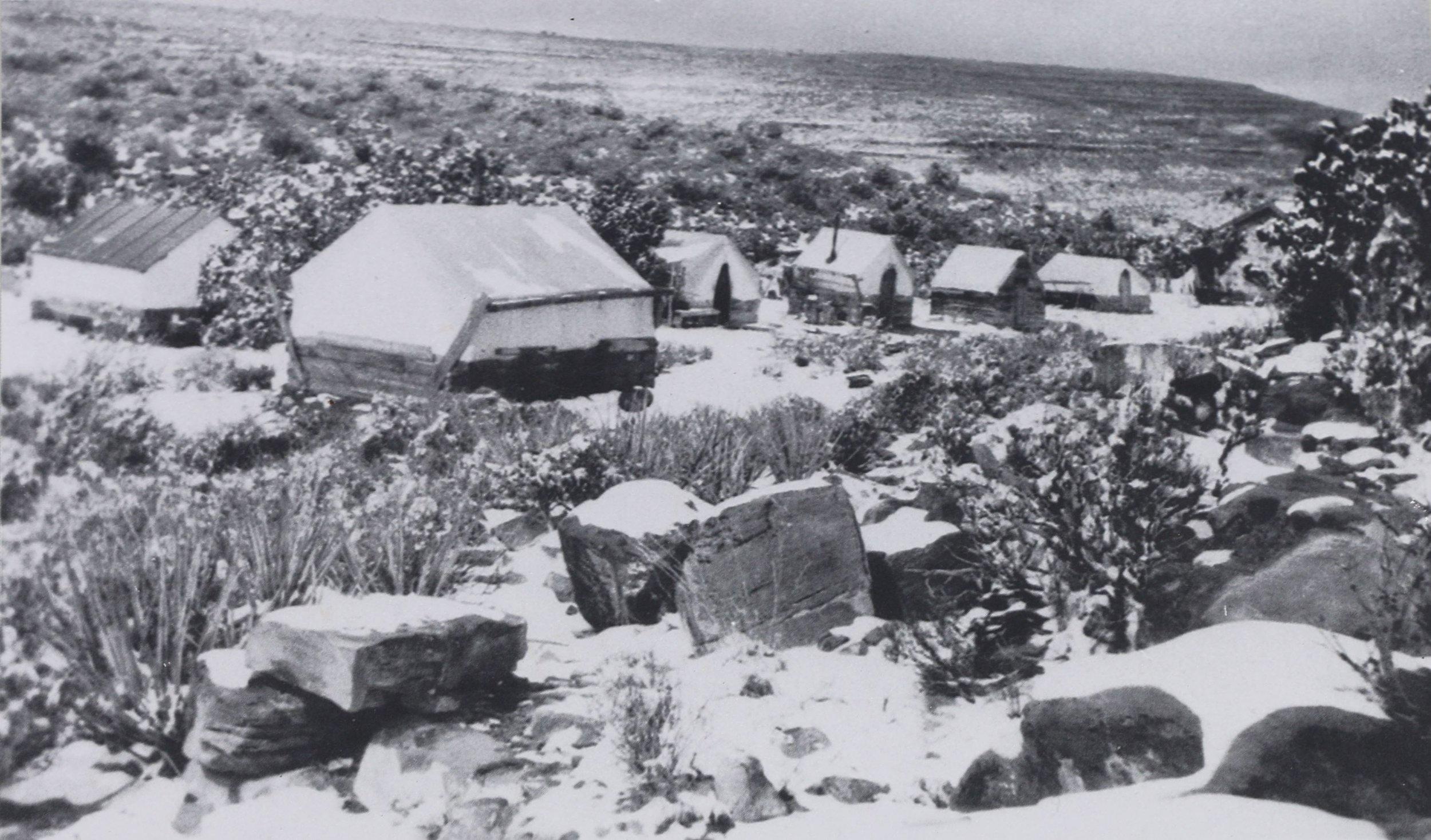 A 1917 winter photo shows Grand Gulch near its peak population.