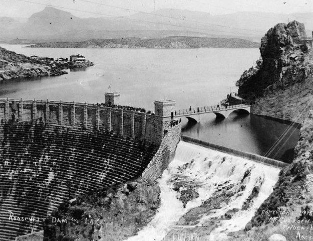 Roosevelt Dam in 1915