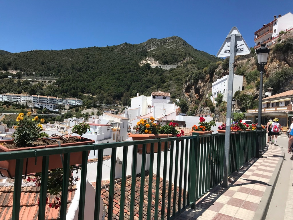 Mijas H3 - Hash Flash Red Hot Chili - 30th Ann. Run 1637 Old Farts - 18 May 2019 - Photo3.jpg