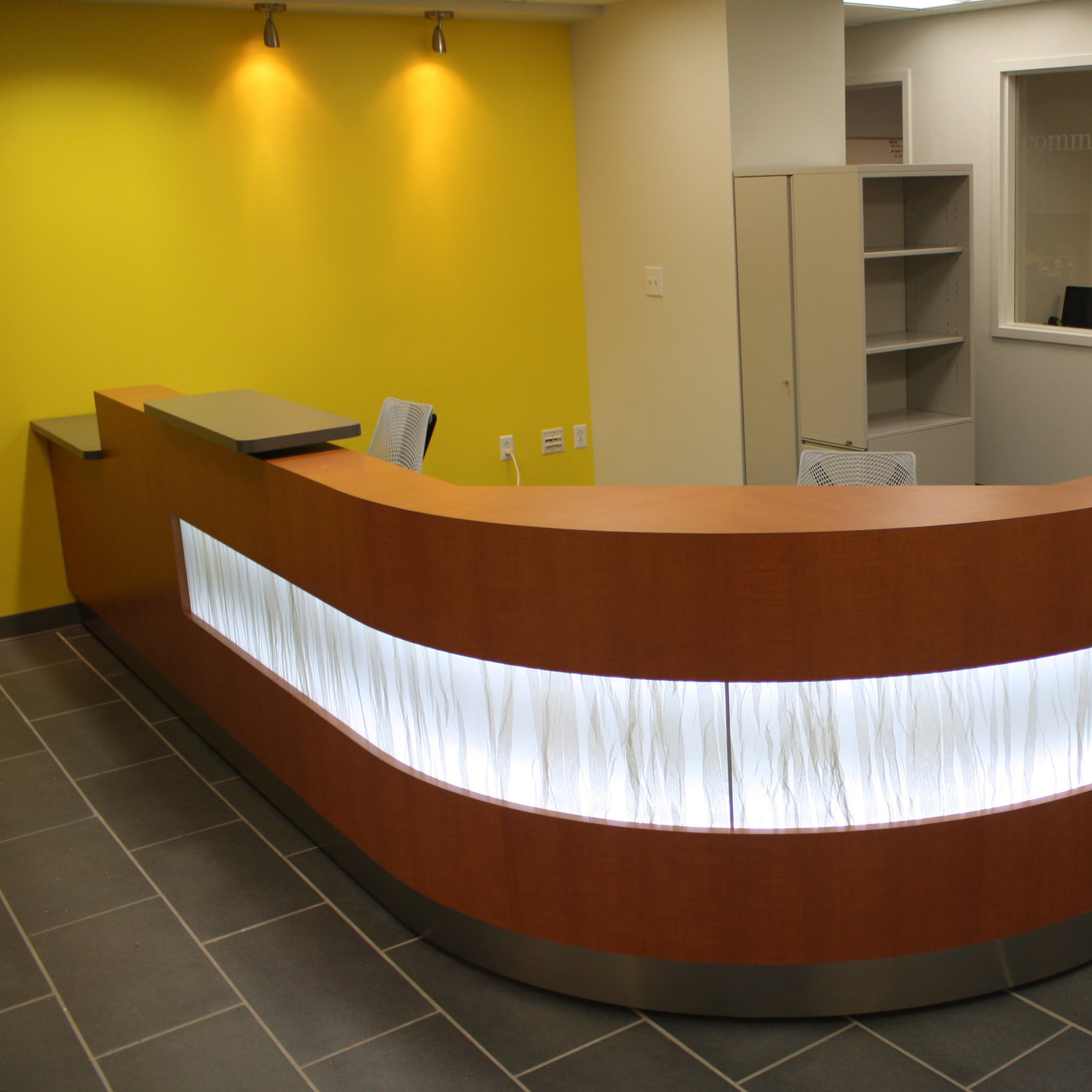 Vanderbilt Reception - An adaptable student service desk for higher ed