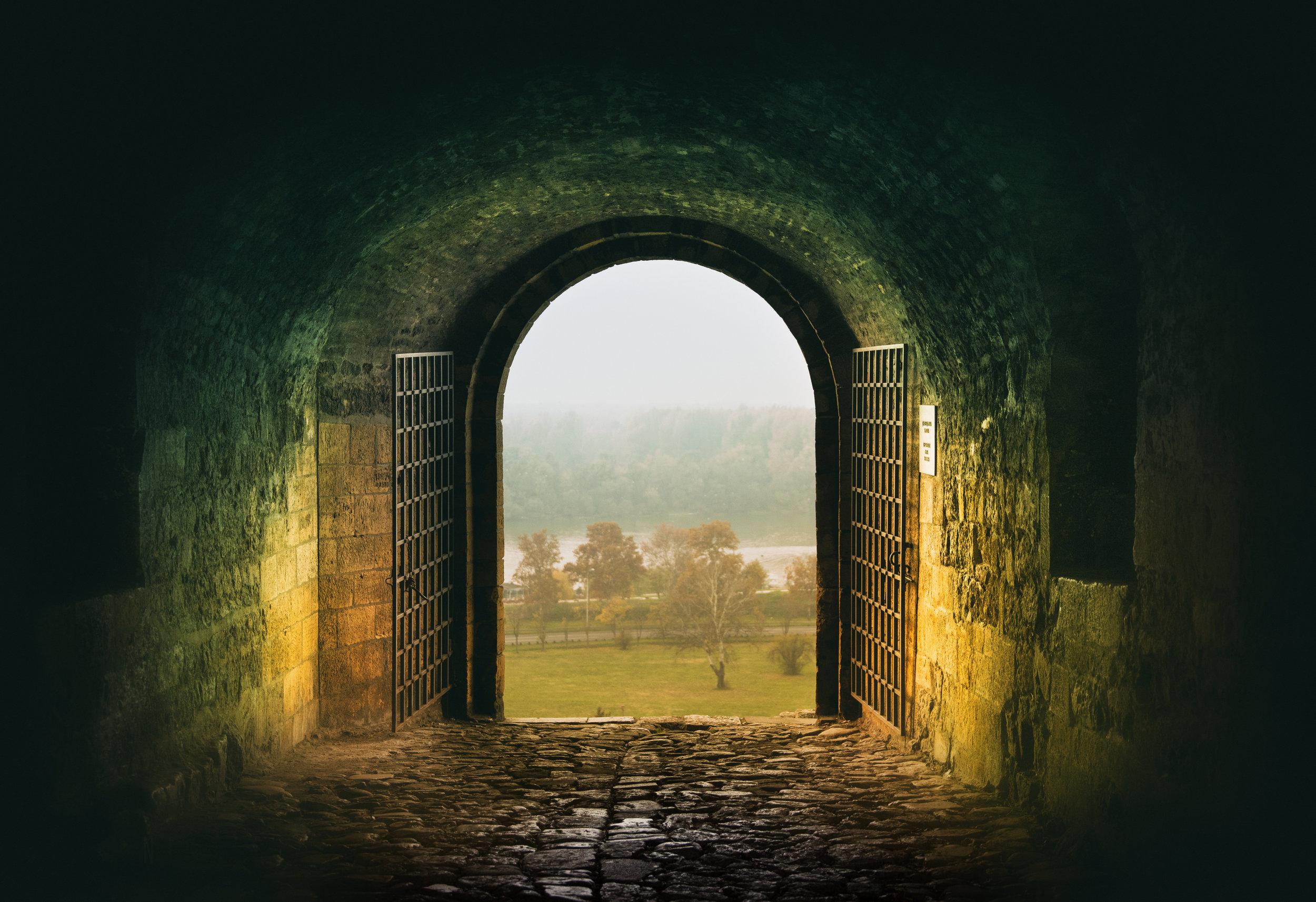MODULE 6 - LE PARANORMALQu'est ce que le normal et le paranormal en cette fin de cycle ?Comment comprendre rationnellement des phénomènes dérangeants car non encore expliqués par une science frileuse.Et qu'en faire ?