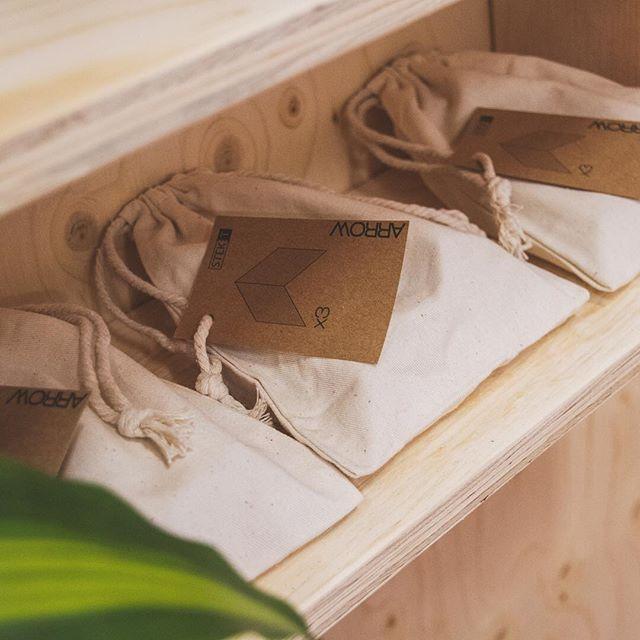 2019 is direct goed druk gestart met enkele grote projecten en zo hebben we het graag! Maar omdat we de realisaties nog niet kunnen laten zien, even een foto van een veel kleiner item van vorig jaar     • • • #woodenarrows #packaging #wood #small #product #interior