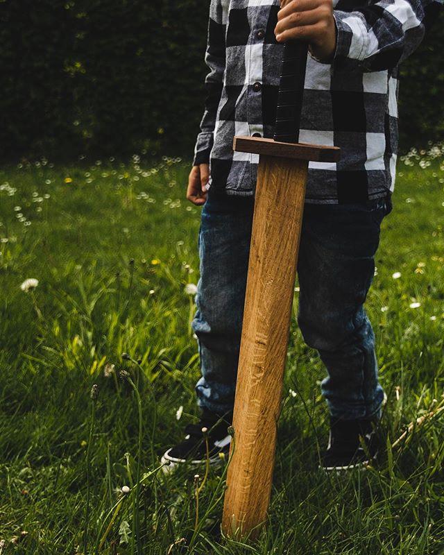 Draken slachten op dinsdag 🐲🗡 #zwaard #hout #eik #notelaar #resthout #handgemaakt #houtenspeelgoed