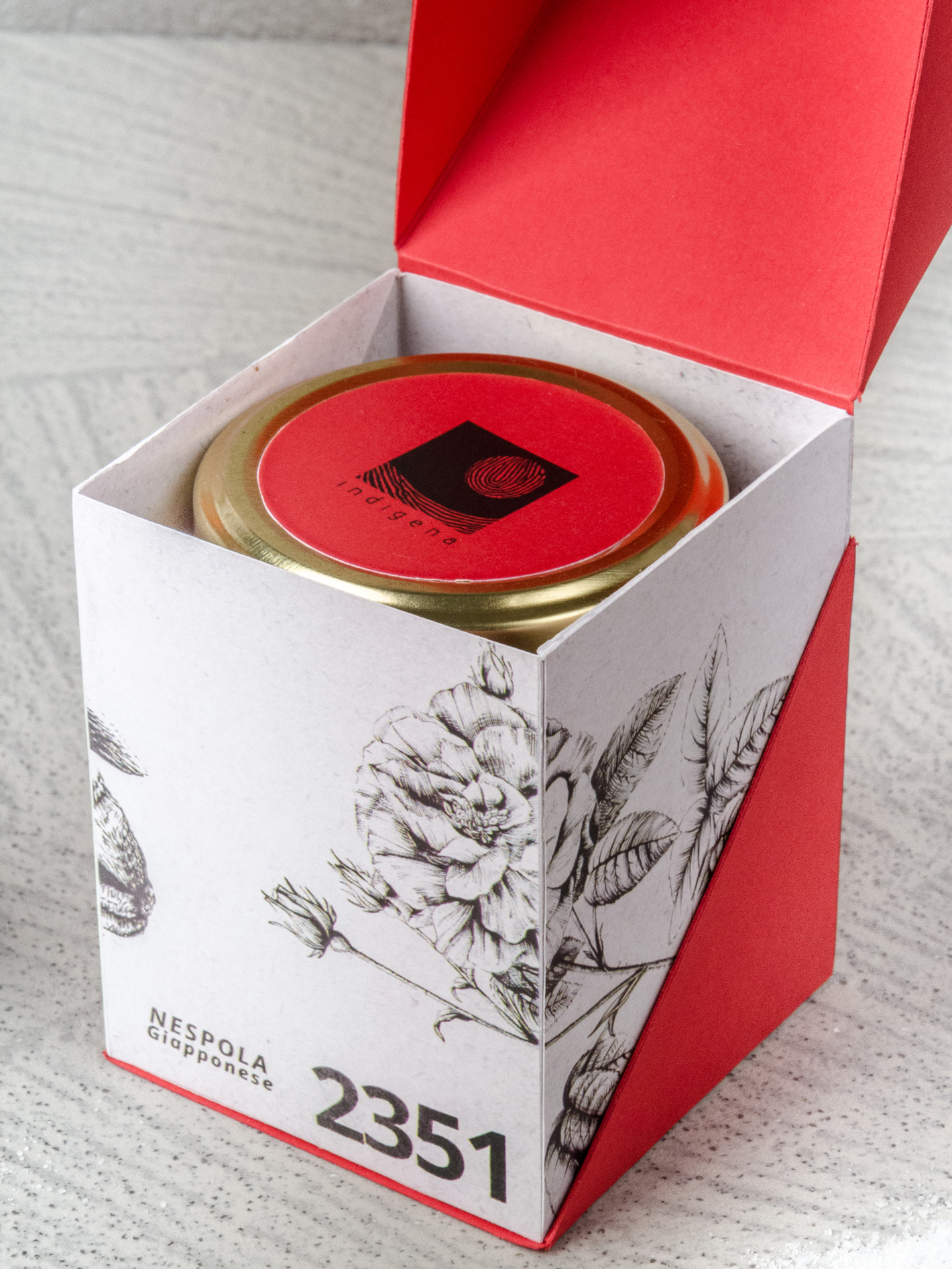 Indigena-packaging-christmas-biologico-bio-drawing-gold-red-2.jpg