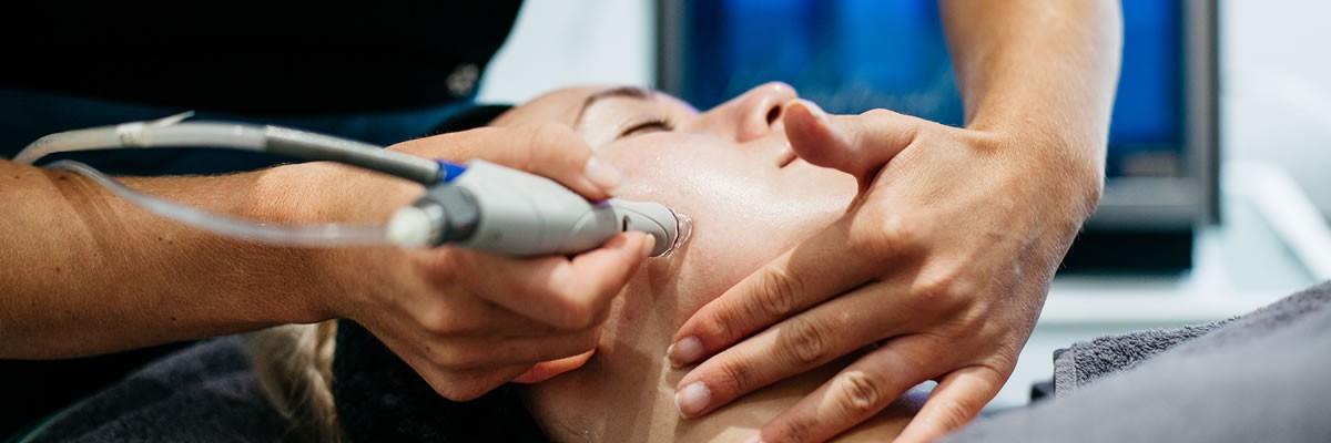 Aqua-Treatments-hydrafacial_facial1-1-1200x400.jpg