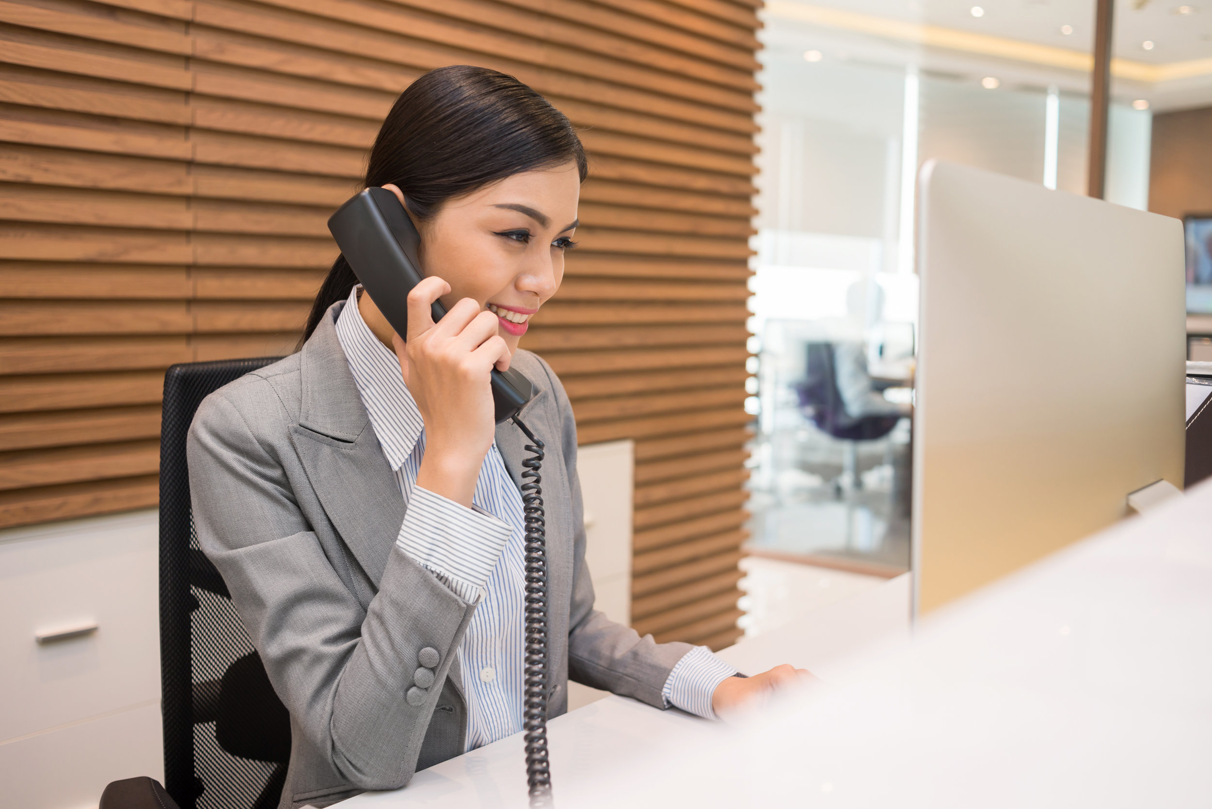 Dedicated Phone Service and Receptionist - Your company will carry a business number and full receptionist service, no matter how long you stay. Automatic call screening and personalized messaging make it easy for your company to stand out, no matter how long you chose to stay.