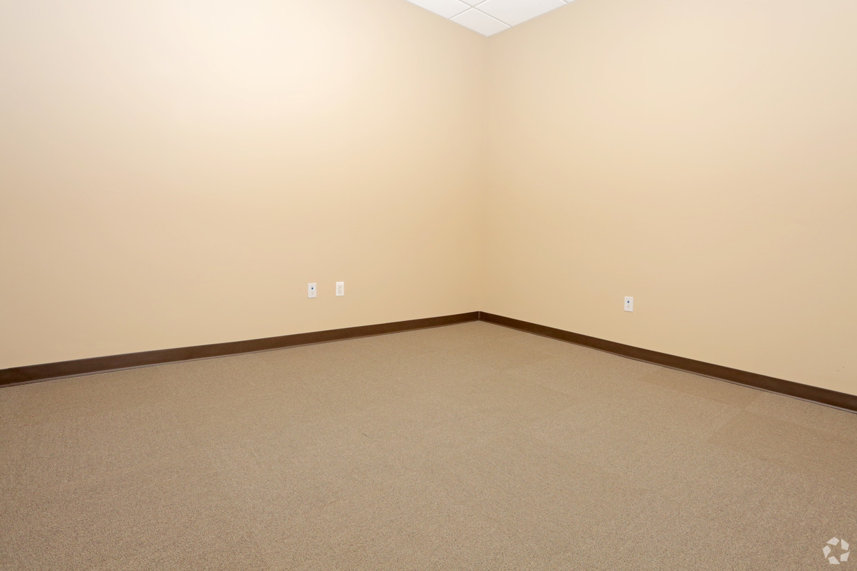 Executive Office suite with closit #1.jpg