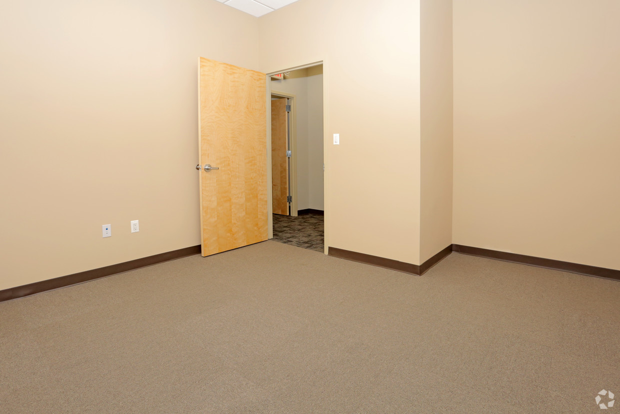 Executive Office suite with closit #2.jpg