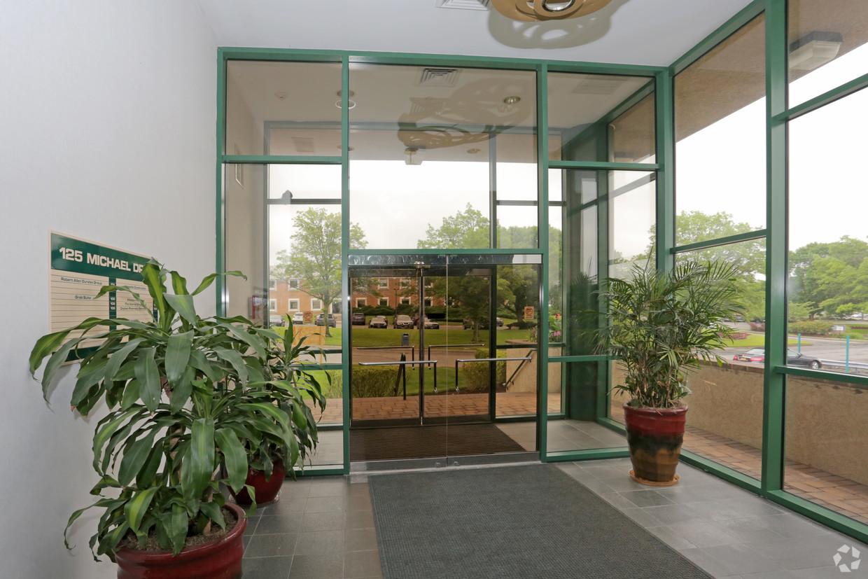 Foyer with glassdoors 2.jpg