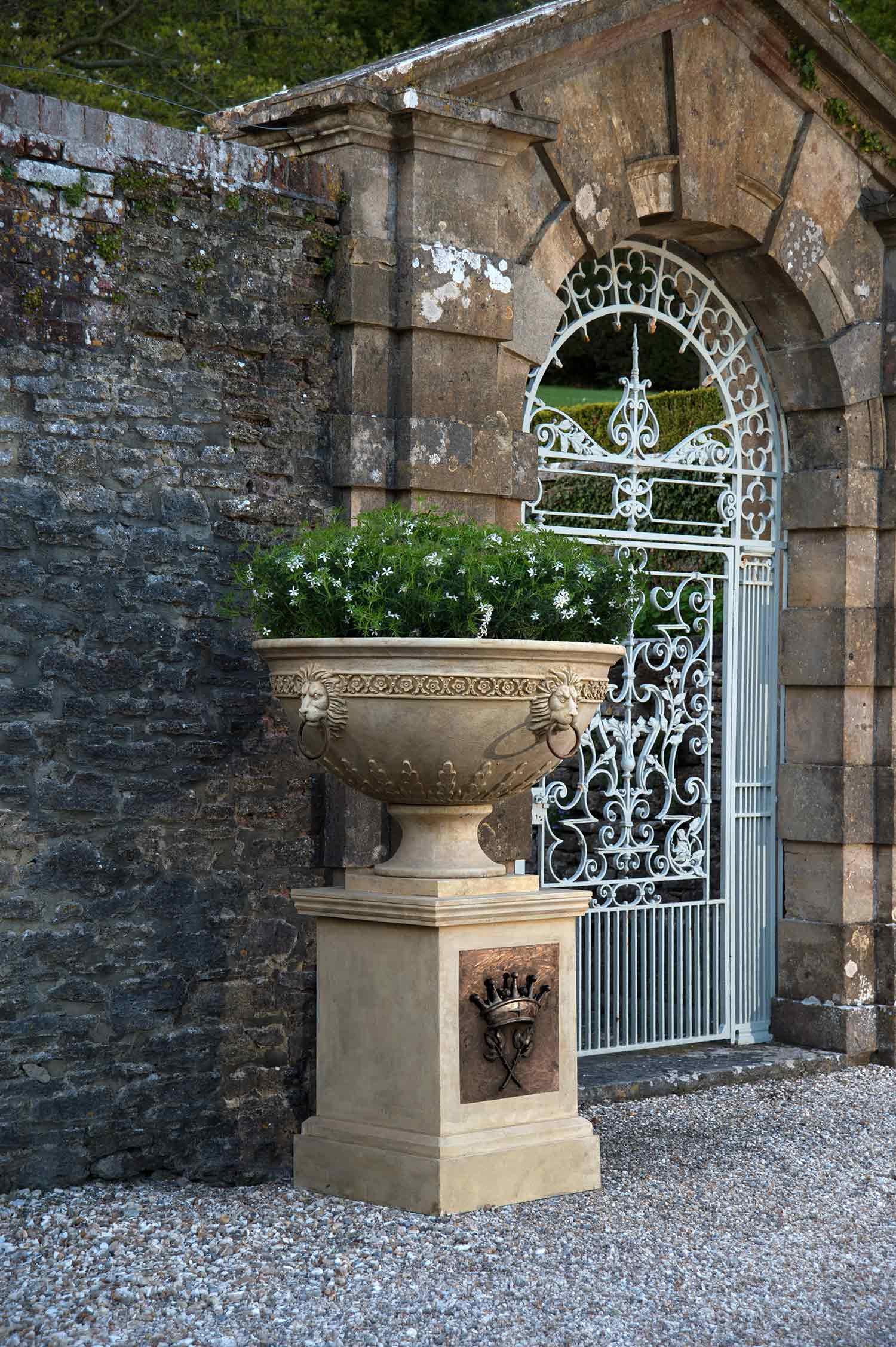 Planting Urn Cavendish Stone