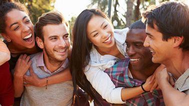 ¿Sus amigos nuevos causaronsu identidad nueva? - por Suzanne Brockmann