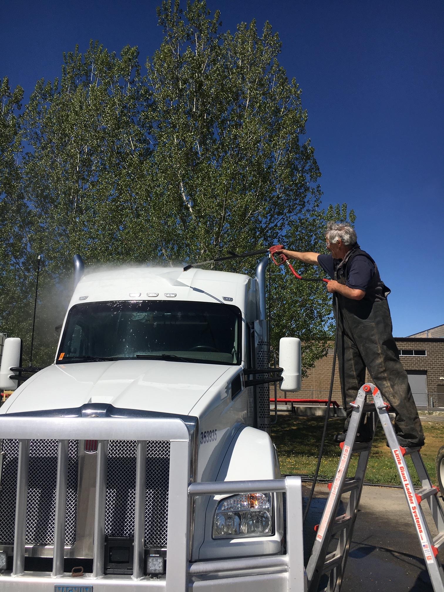 fleet truck ladder.JPG