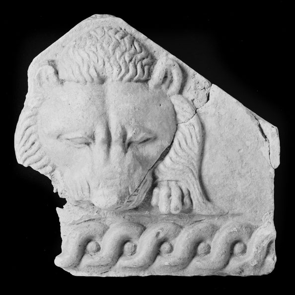 Terracotta antefixe with lion's head . East Greek, late 6th century B.C. Metropolitan Museum of Arts, New-York, gift of a friend of the museum, 1992.