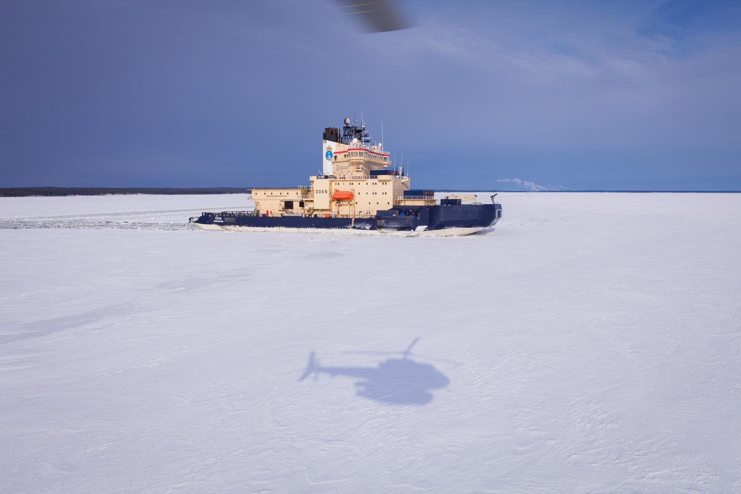 Helicopter transport when leaving the Swedish Icebreaker Oden