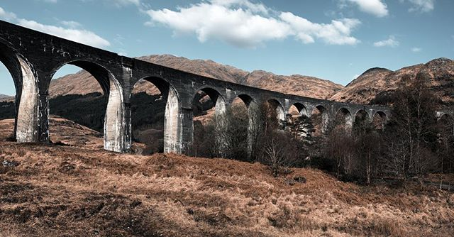 Bucketshot, check! ⚡️📸#glenfinnanviaduct #travelscotland #harrypotter #panorama #canonnederland @joop.van.boerdonk