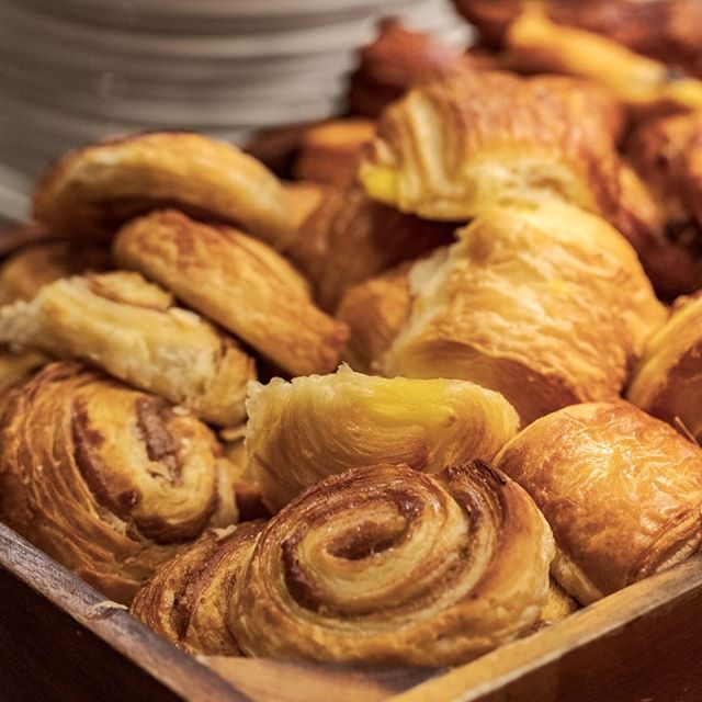 Breakfast meeting? We guarantee a sweet deal at Carriages 🥐