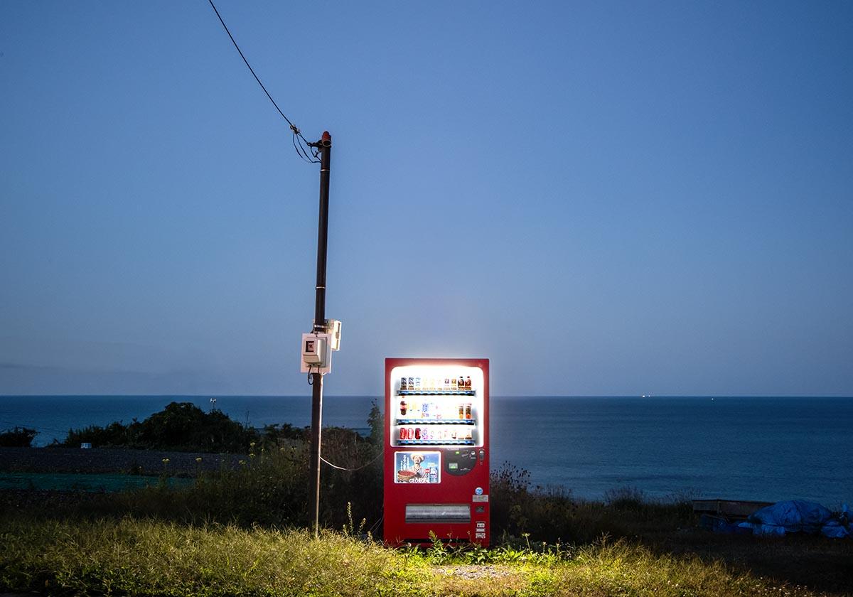 enkster-corsifotografiacatania-magazinefotografiaRoadside-lights-i-distributori-automatici-di-Eiji-Ohashi-Collater.al-2.jpg