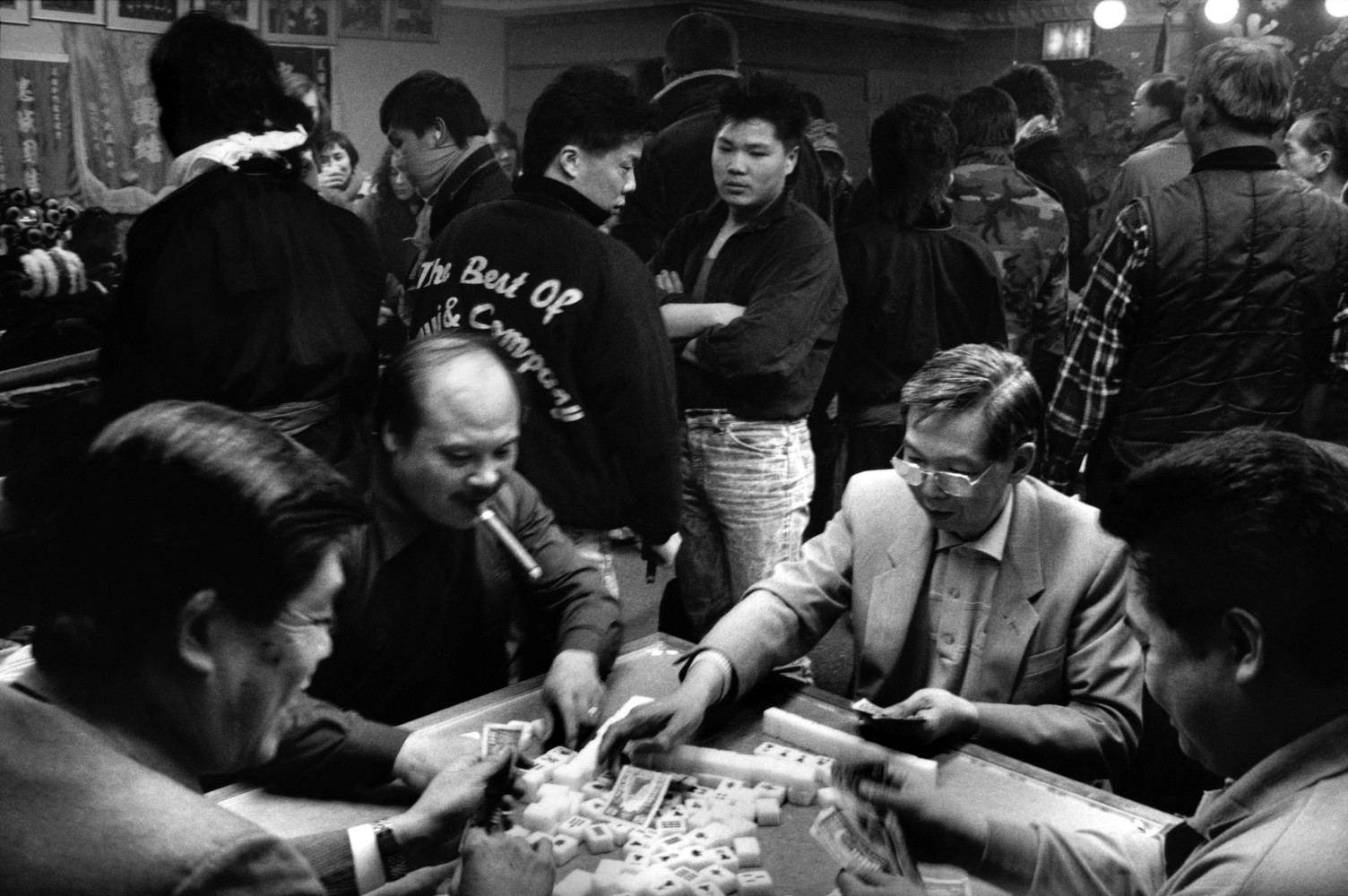 USA. New York City. 1989. Gambling in the Hung Mon Association Headquarters during the Chinese New Year. The Hung Mon (red Gang) organization is the leading power of all the Chinese Tongs in New York and directly linked to the Triads.