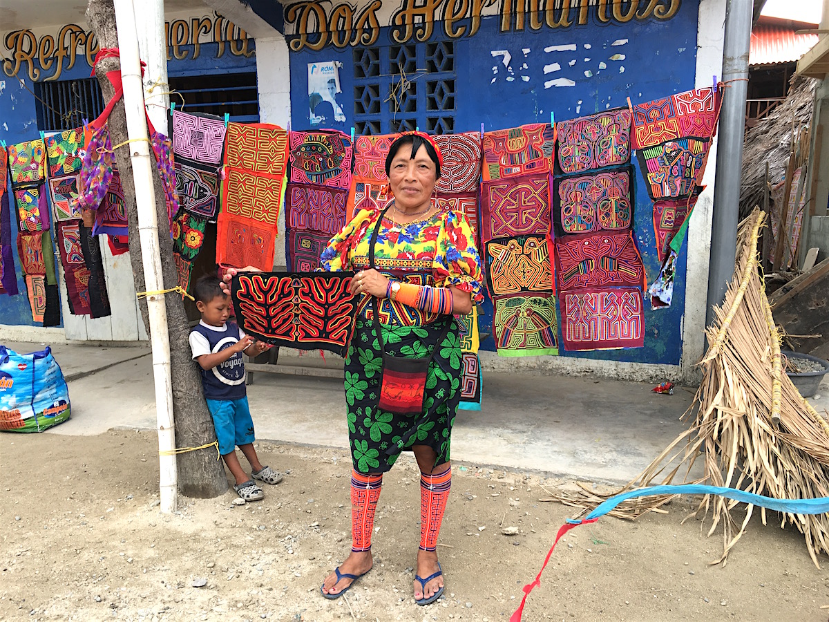 Mola artist in Playon Chico. Note the beaded leg wrappings. And the skirt. And the blouse. And the molas, of course. ©Sabine Heinlein 2019