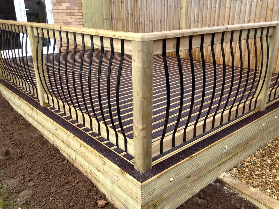 Outside space designed used our walksure decking and individual metal spindles to create this anti slip and stylish decking area.
