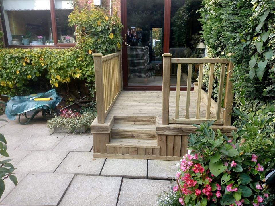 Small decked area created by Marshalls land services using our spindle balustarde panel and grooved decking.