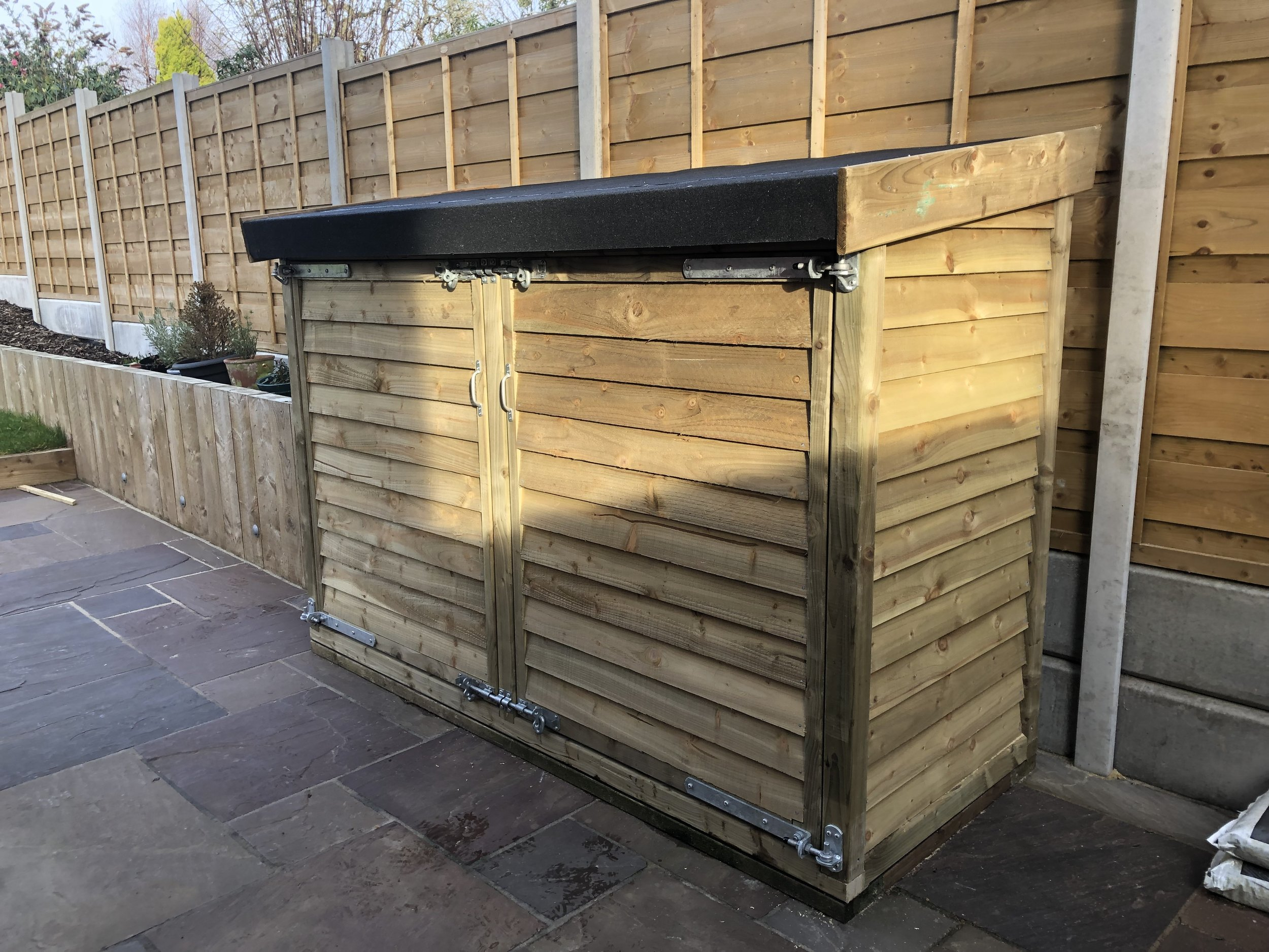 Storage shed built by Ian Corrie using our featheredge boards and sawn timber.