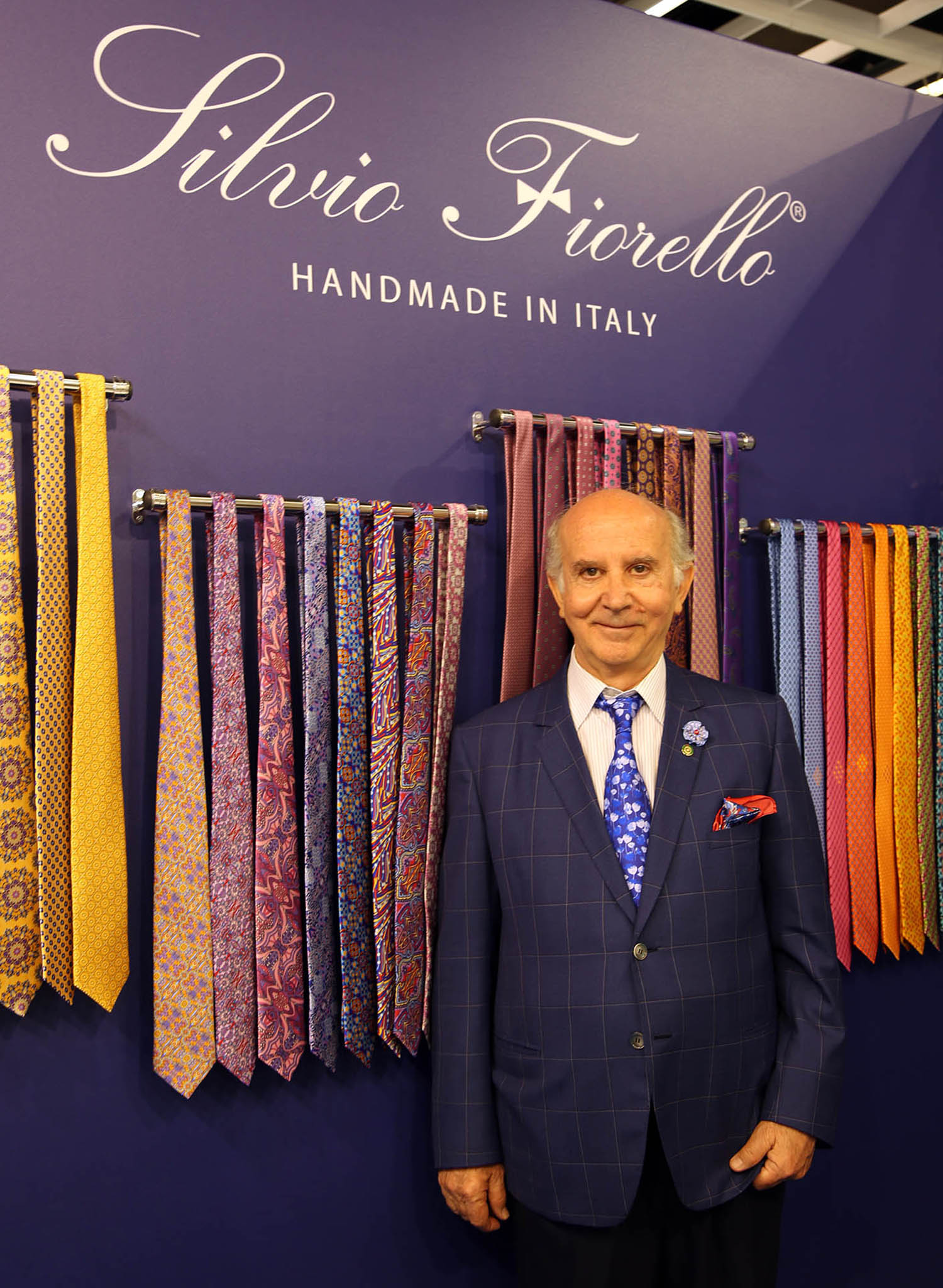 Silvio Fiorello in person with his tie display.