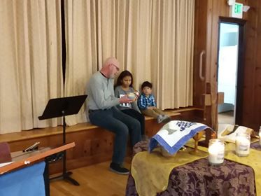 Mike Sisco gives the Children's Chat prior to delivering the sermon.
