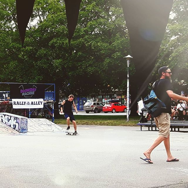 Koodos to @doomsday_machine_mtl and all of their volunteers and vendors for putting together a super fun day of skateboarding, motorcycles and vans! FLUXMOTO fully supports the Rally in the Alley. We think it is a great event and we are happy To see it grow! Good job guys! Thanks for keeping it real! . . . #motorcyclelife #friendsforlife #cometogether #heaintheavyhesmybrother