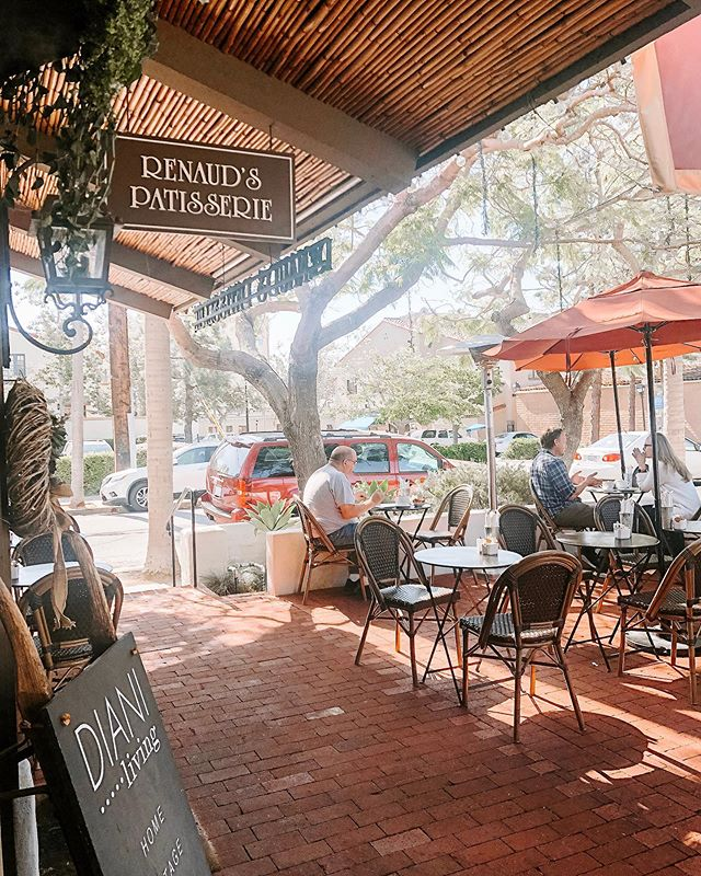 Renaud's - The perfect patio for a weekend breakfast. Open daily from 7am and located in our lovely Arlington Plaza ☀️
