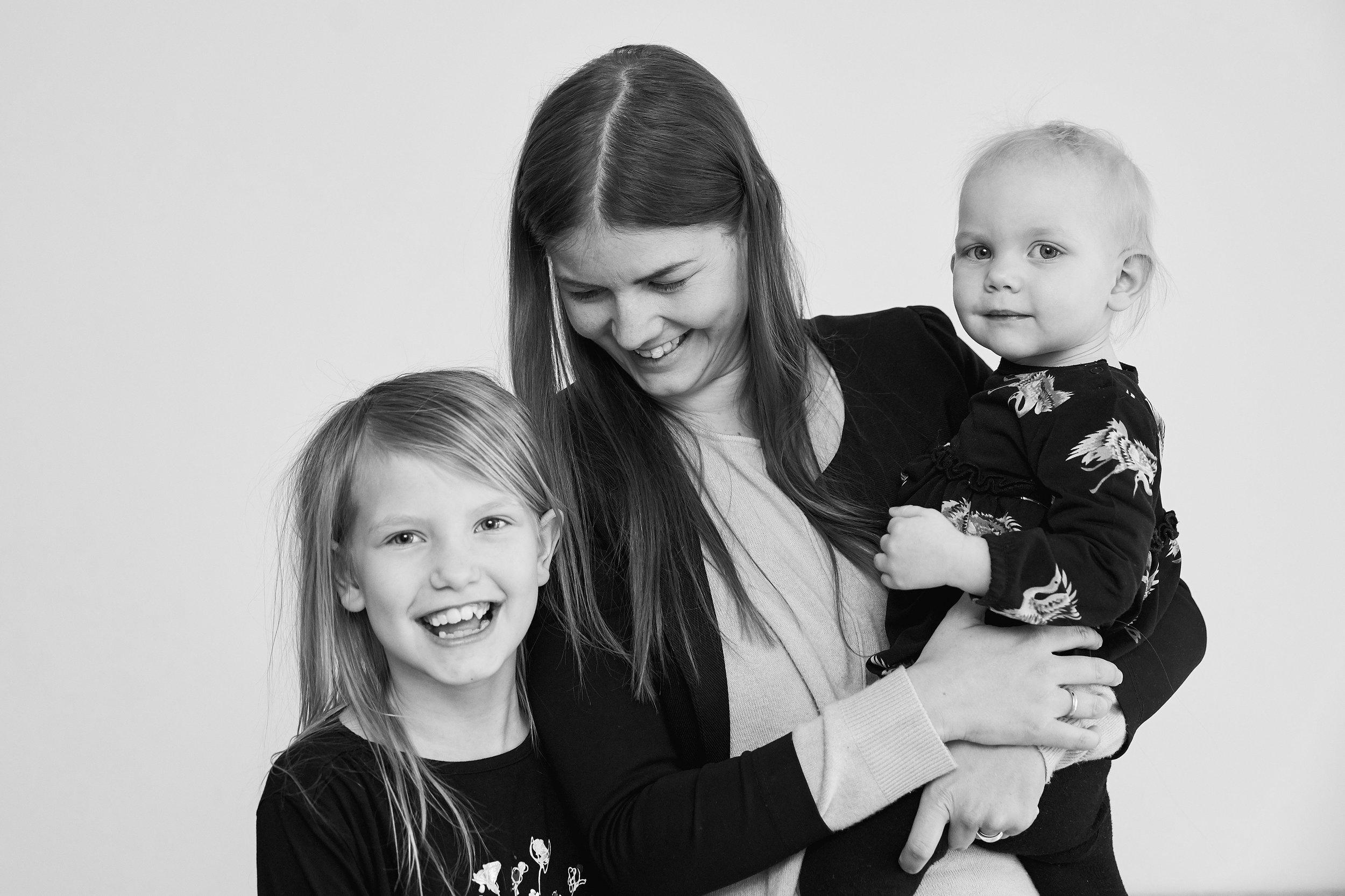 Emilie (mellemste datter), Anne Line Sørensen (mor) og Freja (mindste datter)